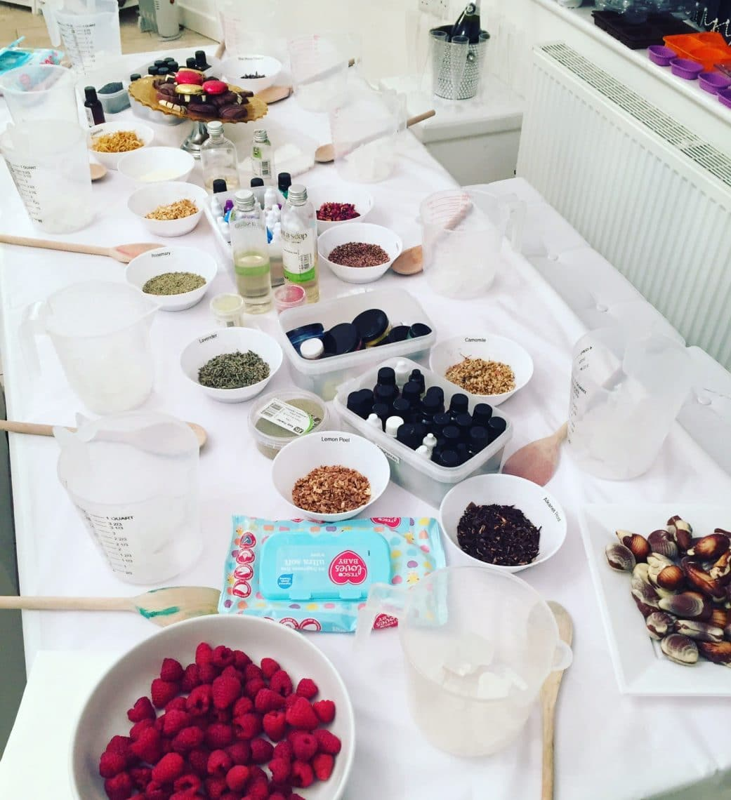 Afternoon Tea Hen Party Ideas: Cosmetics Making Experience With Afternoon Tea